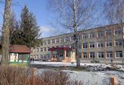 Сярэдняя школа № 1 г. п. Лёзна. Фотаздымак з сайта http://www.lioznonews.by