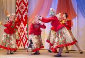 Расонскі народны вакальна-харэаграфічны ансамбль «Свяціца». Фотаздымак з сайта http://www.rossonka.by