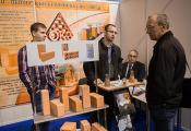 Обальскі керамічны завод дэманструе сваю прадукцыю. Фота з сайта http://zviazda.by