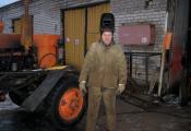 Спецыяліст Расонскага дарожна-рамонтнага будаўнічага ўпраўлення № 109. Фотаздымак з сайта http://www.rossonka.by