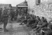 Група палонных немцаў, захопленых у баях за Оршу. 1944 г. Фотаздымак  з сайта https://news.tut.by