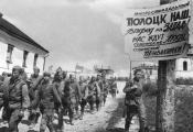 Воіны 90-й гвардзейскай стралковай дывізіі ў Полацку. 1944 г. Фатаграфія з сайта https://news.tut.by