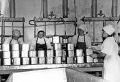 У цэху Верхнядзвінскага масларобна-сыраробнага завода. Фотаздымак з сайта http://yancheese.by