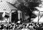 У Верхнядзвінску на здымках фільма «Сыны ідуць у бой» 1967 г. Фатаграфія з сайта http://fgb.by